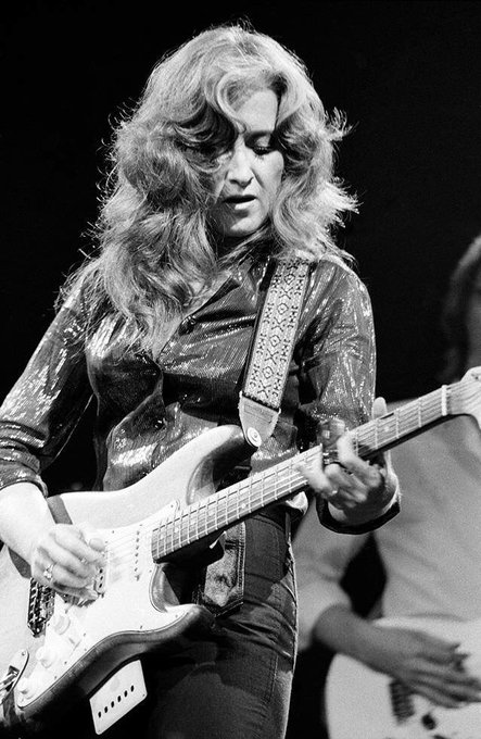 Happy Birthday to Bonnie Raitt!