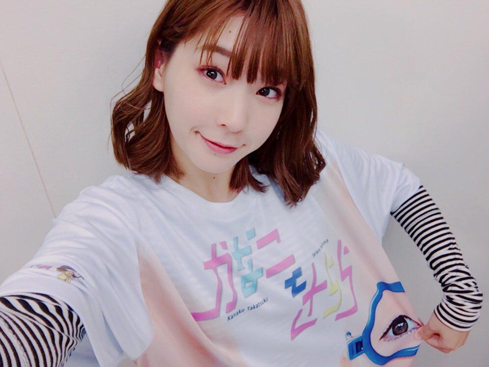 ちなみにきんちゃんは、一足早くキョウキのフルグラTシャツを着てみました!💖こちらのサイズはXLです。どうにかお洒落に撮ろうとしましたがこんな感じです。キョウキだわ。#かなことさらら pic.twitter.com/FVijfVX18G