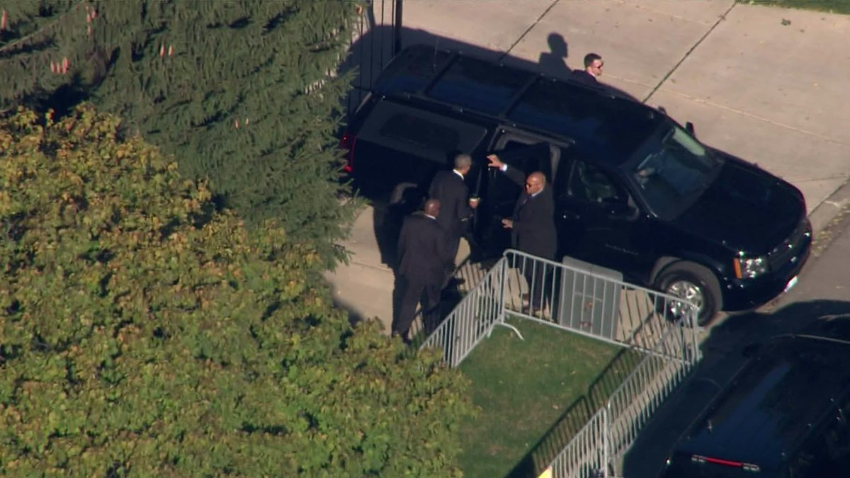 JUST IN: Former President Barack Obama has just left his home in Kenwood to report for jury duty at the Daley Center.