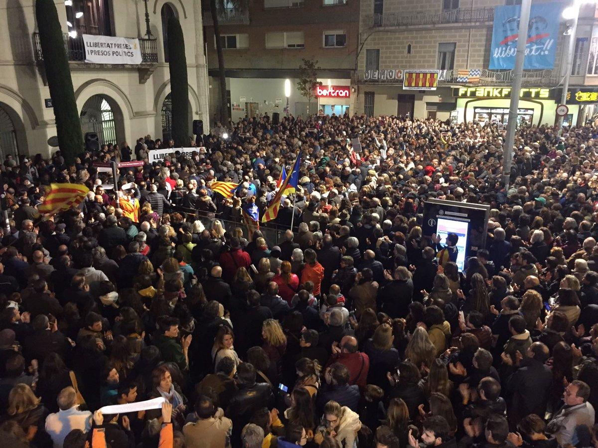 Resultat d'imatges de dilluns plaça de la vila badalona llibertat