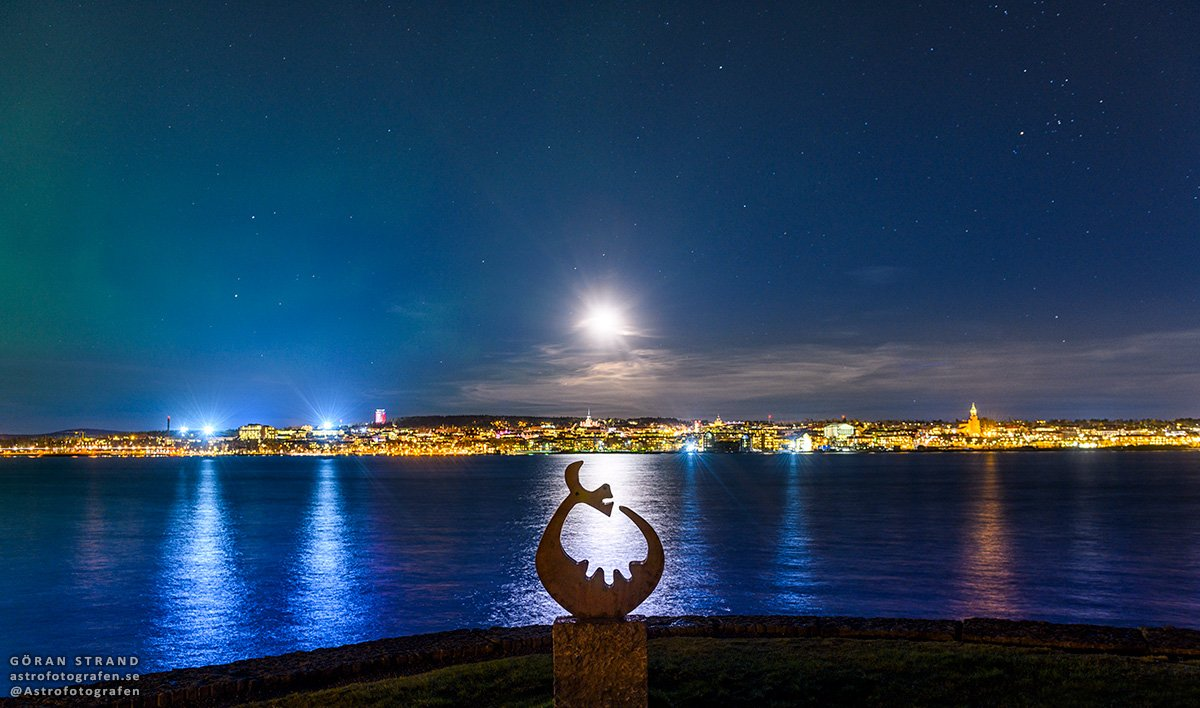 Night in Östersund with the moon lighting up a statue of the Great Lake Monster. #Nikon #D850<br>http://pic.twitter.com/k4CDNLuenK
