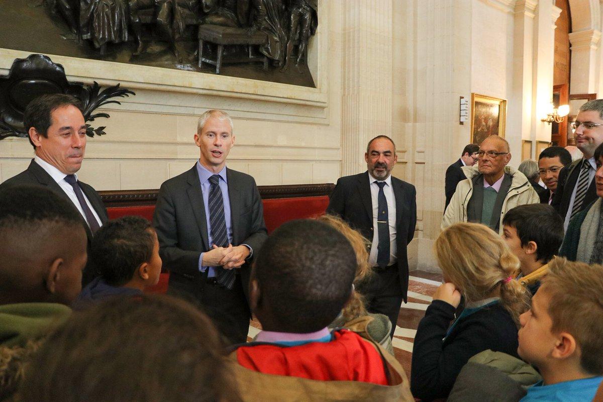 """Plaisir d'accueillir aujourd'hui le conseil municipal des enfants, le conseil des aînés et les élus de <a href=""""https://twitter.com/hashtag/Serris?src=hash"""" target=""""_blank"""">#Serris</a> pour une découverte de l'Assemblée nationale. <a href=""""https://twitter.com/hashtag/Démocratie?src=hash"""" target=""""_blank"""">#Démocratie</a> https://t.co/Hi8mrjs4zS"""