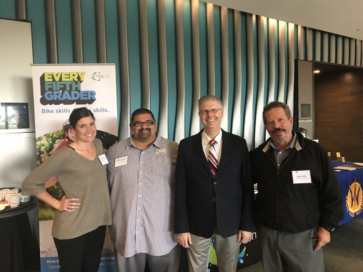Chuck Marohn provided the keynote at today&#39;s State of the Region conference in Monterey.  Rails and Trails make #StrongTowns <br>http://pic.twitter.com/vHb6m9bpRt