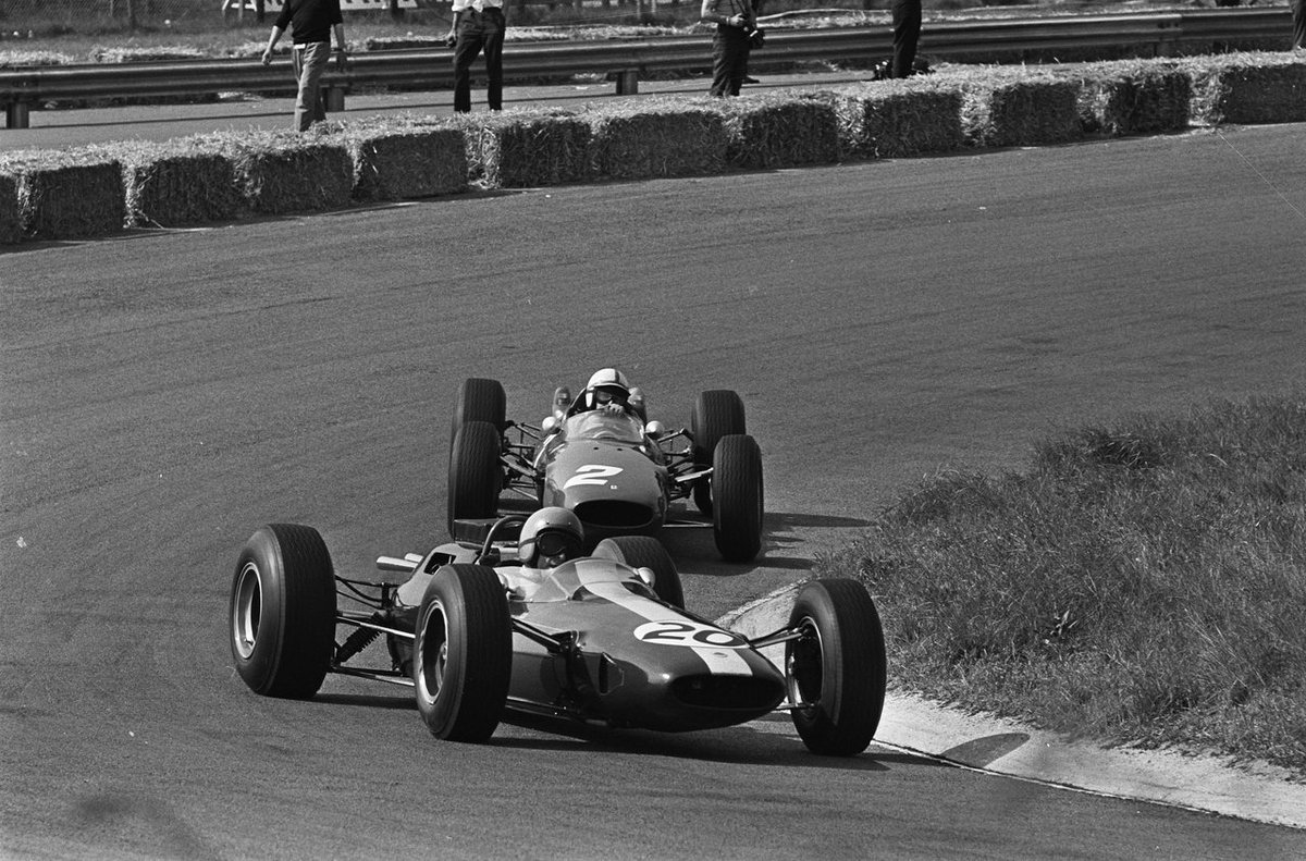 Peter Arundell 🏴 (#20 Lotus 25) scored his 2nd, and final podium with a 3rd place finish at Zandvoort. #F1 #OTD 1964 #DutchGP (Photo: Nationaal Archief) https://t.co/DyC2Uk43Hk