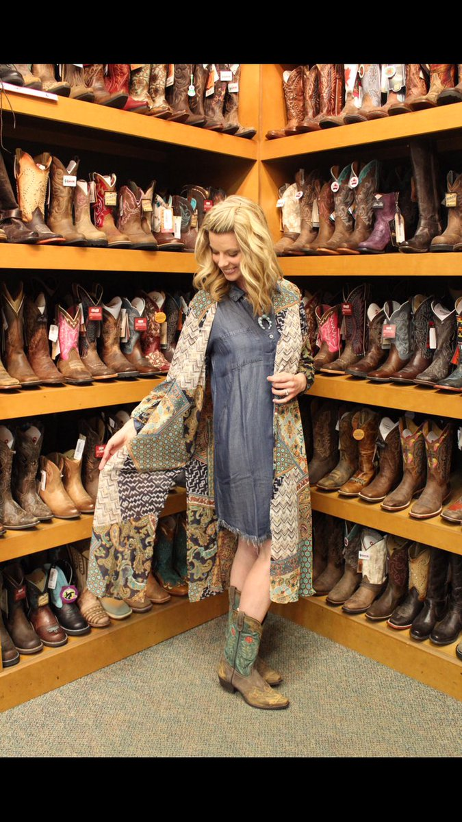Don't know what to wear to @cfredmonton ? Don't worry @CISN_Jack has got you covered thanks to @Lammles ! #CFR44 http://www.cisnfm.com/2017/11/08/cfr-44-what-to-wear/…