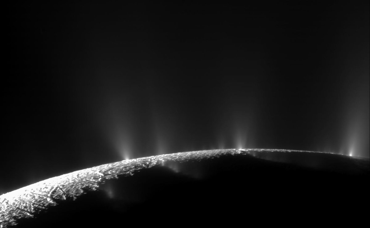 Saturn's icy moon Enceladus has geyser-like jets of water vapor that spew into space. Heat from friction could be their power-source: https://t.co/gcd2oXAYz4