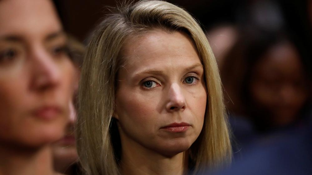 The New York Post: #Marissa #Mayer testimony: I don't know how Yahoo #hack happened  http:// on.mktw.net/2hnw2sH    pic.twitter.com/x6TulK9dl6
