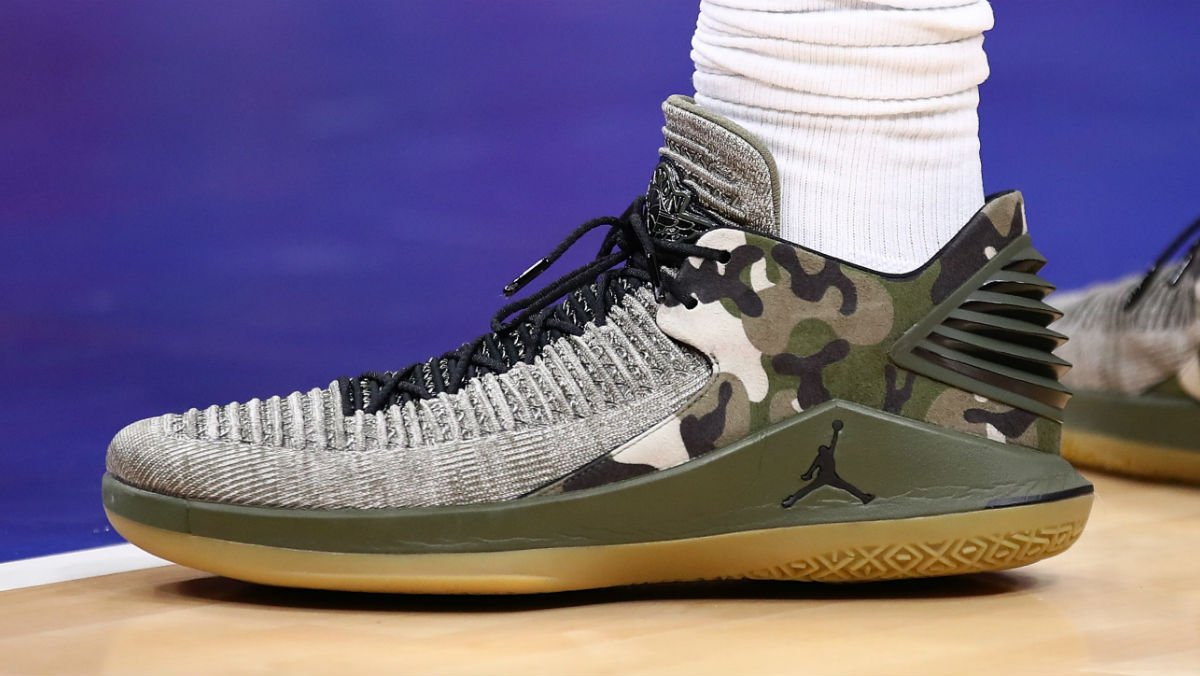 093e711ed35  SoleWatch  Up close with  AndreDrummond s Air Jordan 32 Low Veterans Day  PE.pic.twitter.com J8eUb2iziM