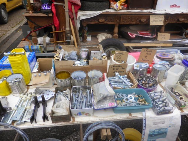 Huge #brocante at l&#39;Ile Bouchard on Saturday...everything can be found! <br>http://pic.twitter.com/Yxom0KY7SL