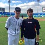 陽岱鋼選手と清田選手で練習前に2ショット。健闘を誓い合いました。(広報) #chibalotte p…