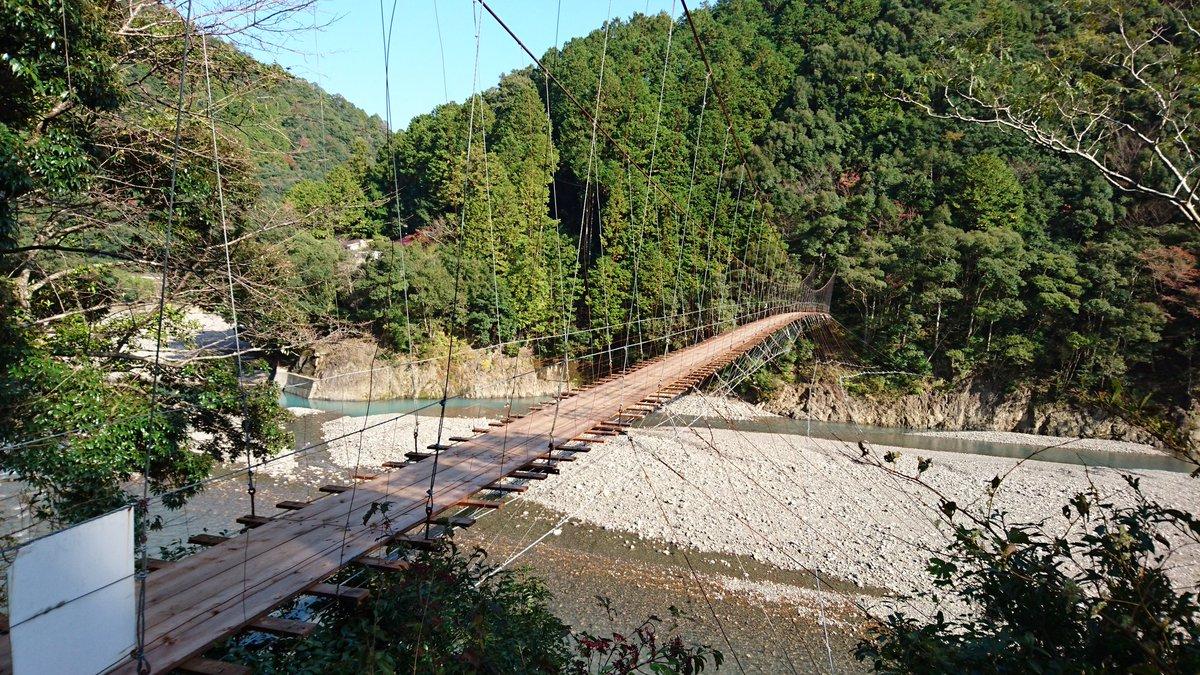 ひさびさの山旅中。世界遺産熊野古道のトレッキングです。今日は熊野古道「中辺路コース」の一部を歩きました。吊り橋を渡り天空の里「果無集落」へ。