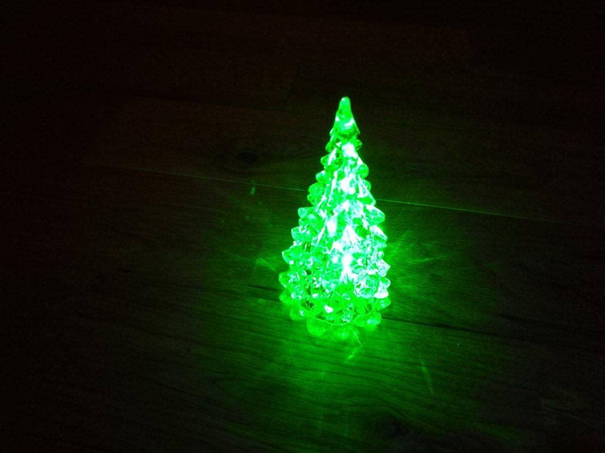 test ツイッターメディア - 洗面所の飾り棚を片付けたので、ダイソーで光るクリスマスツリー買ってきた~。サンタさん????も欲しかったんだけど売り切れでした( ̄▽ ̄;)これからクリスマスグッズ増えるといいな。#ダイソー https://t.co/PnY6iOLJTu