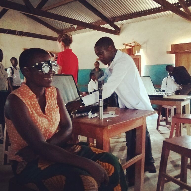 Eye tests are in full swing at Kapanda Secondary School. It&#39;s the first time most of  these students and staff will have had their eyes tested. #eyetest #eyesight #eye #eyesareimportant #glasses #vision #sight #workingtogether #canadianvisioncare #Malawi #charity<br>http://pic.twitter.com/j3a9gDl7d0