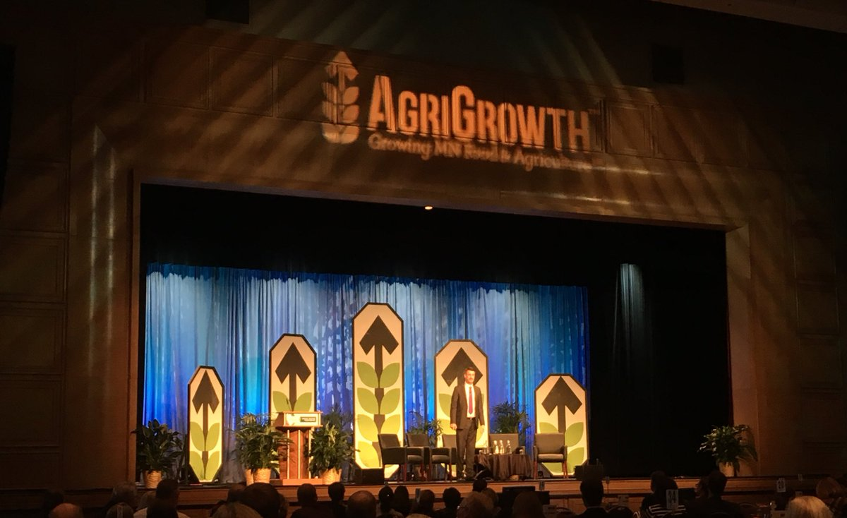 Breaking down demographics, democracy, and Donald Trump and how it impacts ag with @PeterZeihan at the Annual Meeting #agrigrowth17 https://t.co/nuPs0Hw936