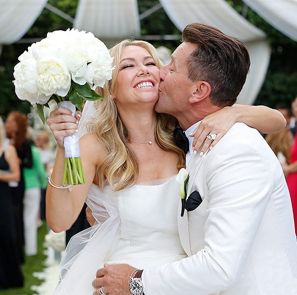 Throw back to the happiest day of my life. Love you baby #tbt https://t.co/fgAa6gLH9m