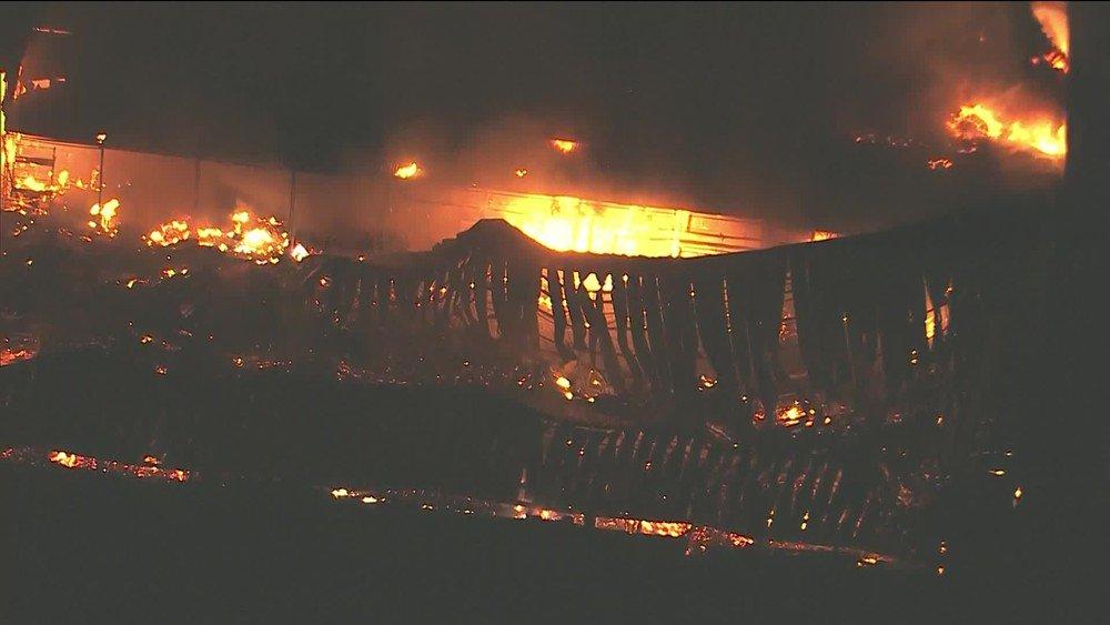 Incêndio atinge galpão nos Estúdios Globo, em Jacarepaguá https://t.co/SAP5IJIVov #G1