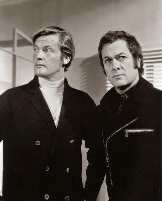 Roger Moore (Brett Sinclair) et Tony Curtis (Danny Wilde) de la télésérie The Persuaders, 1971-72 #histoire #télé