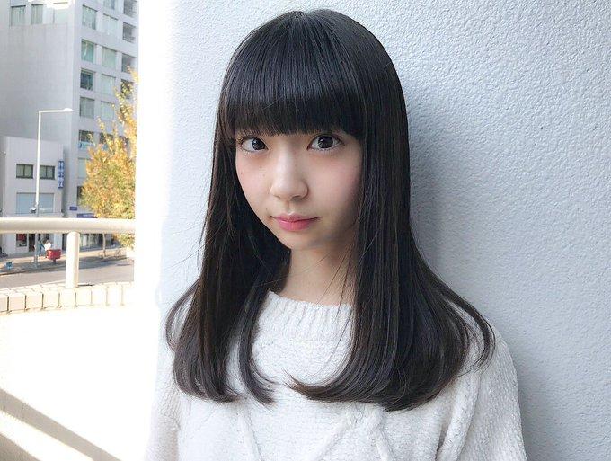 ブロンドヘアーの荻野由佳さん