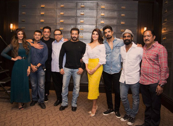 Baki sab toh Theek Hai but look at how hot, cool, sweet, charming & sexy is rameshji looking in this Race 3 ke team pic mein . https://t.co/mpkYOUaxOK