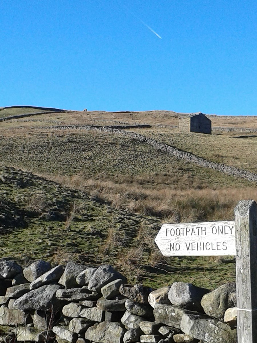 It is a good weekend for a walk in #Swaledale #YorkshireDales<br>http://pic.twitter.com/WW2KQ7tHtD