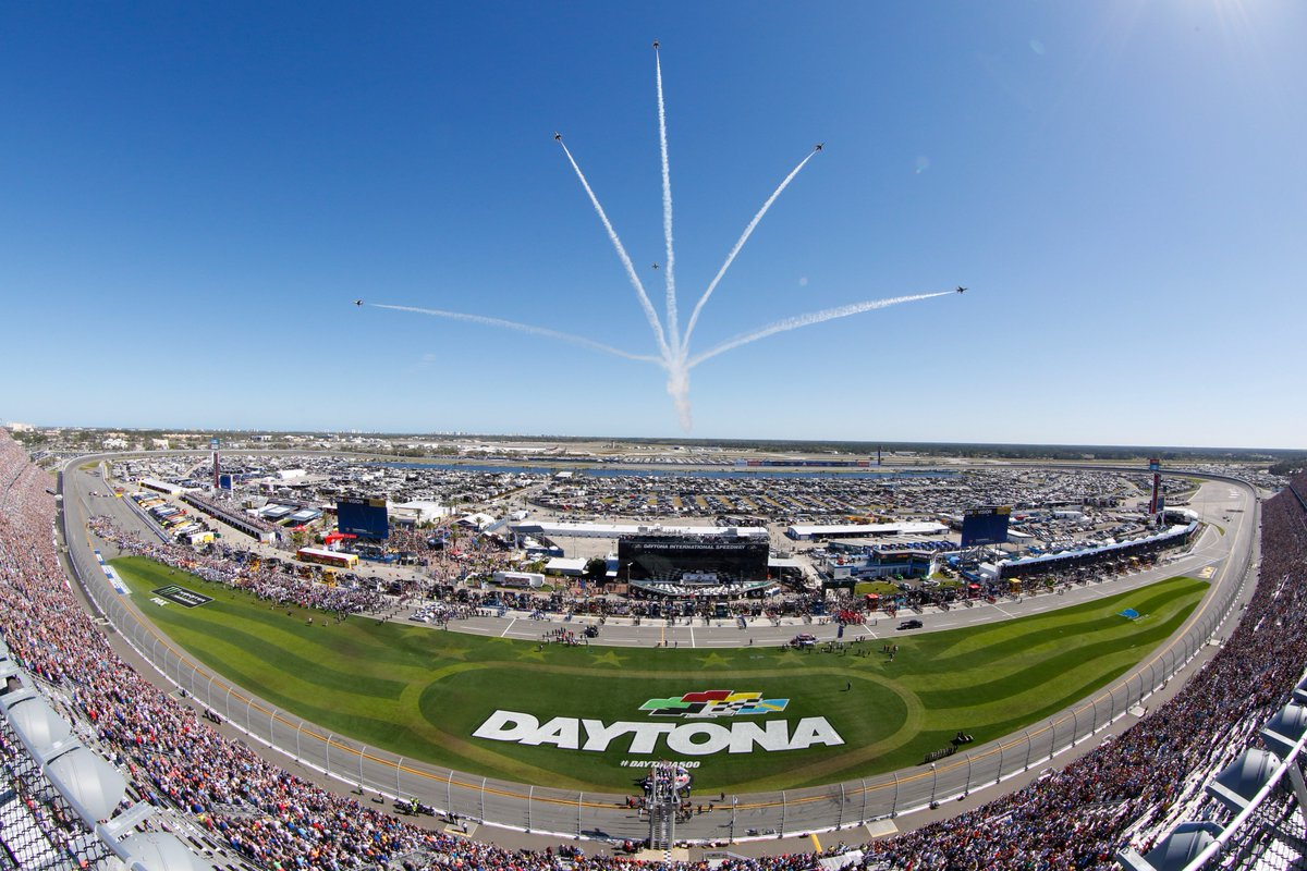 RT @DISupdates: One of our favorite moments before the #DAYTONA500, the flyover by the @AFThunderbirds! https://t.co/v6ZduDwx5z