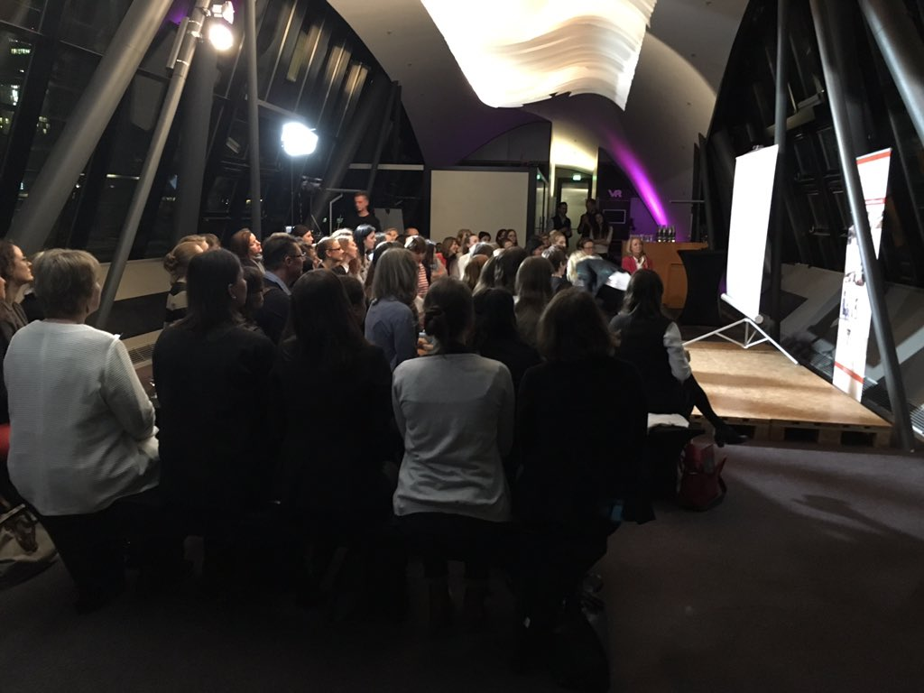 Und los! Toll, dass ihr alle da seid! #FullHouse #tedxwomen #frankfurt @TEDxWomenGLV