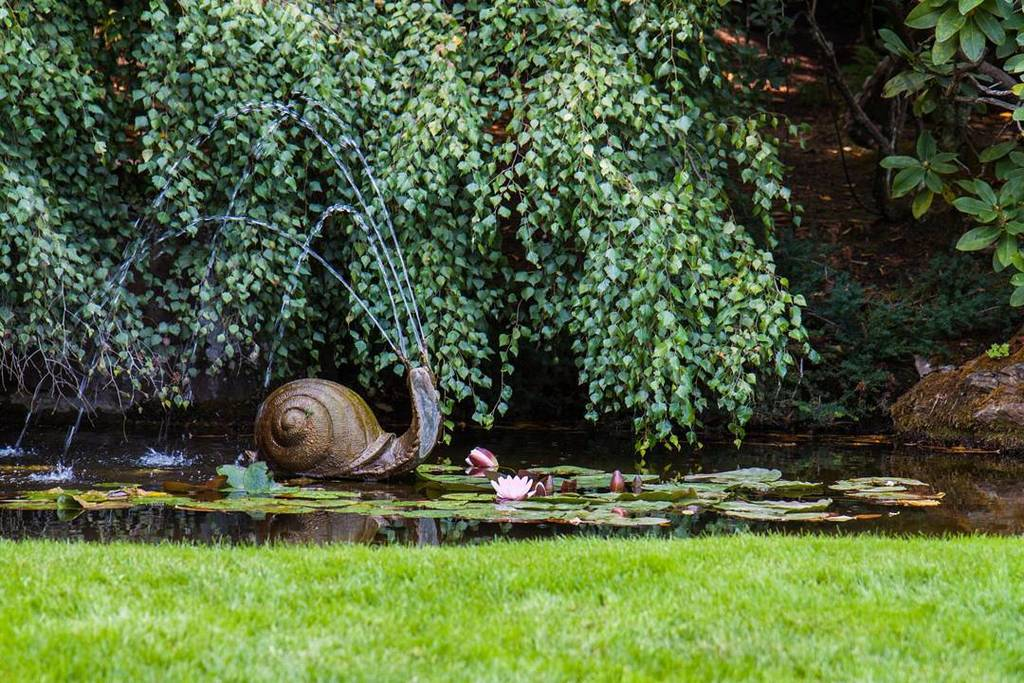 This snail fountain greets you as you start to explore Butchart Gardens in Victoria.  #fountain #snail #pond #gard…  http:// bit.ly/2zMC90W  &nbsp;  <br>http://pic.twitter.com/J3CBvNkp7y