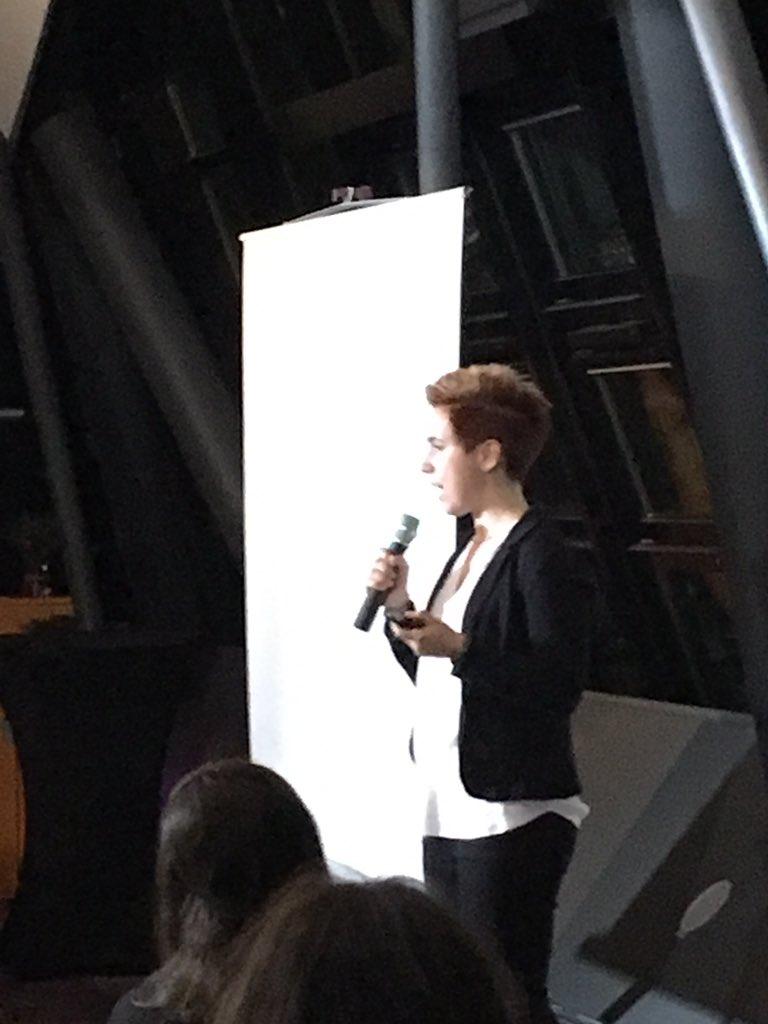 On stage - @thebihn Die Zukunft ist türkis! #TEDxWomen #frankfurt