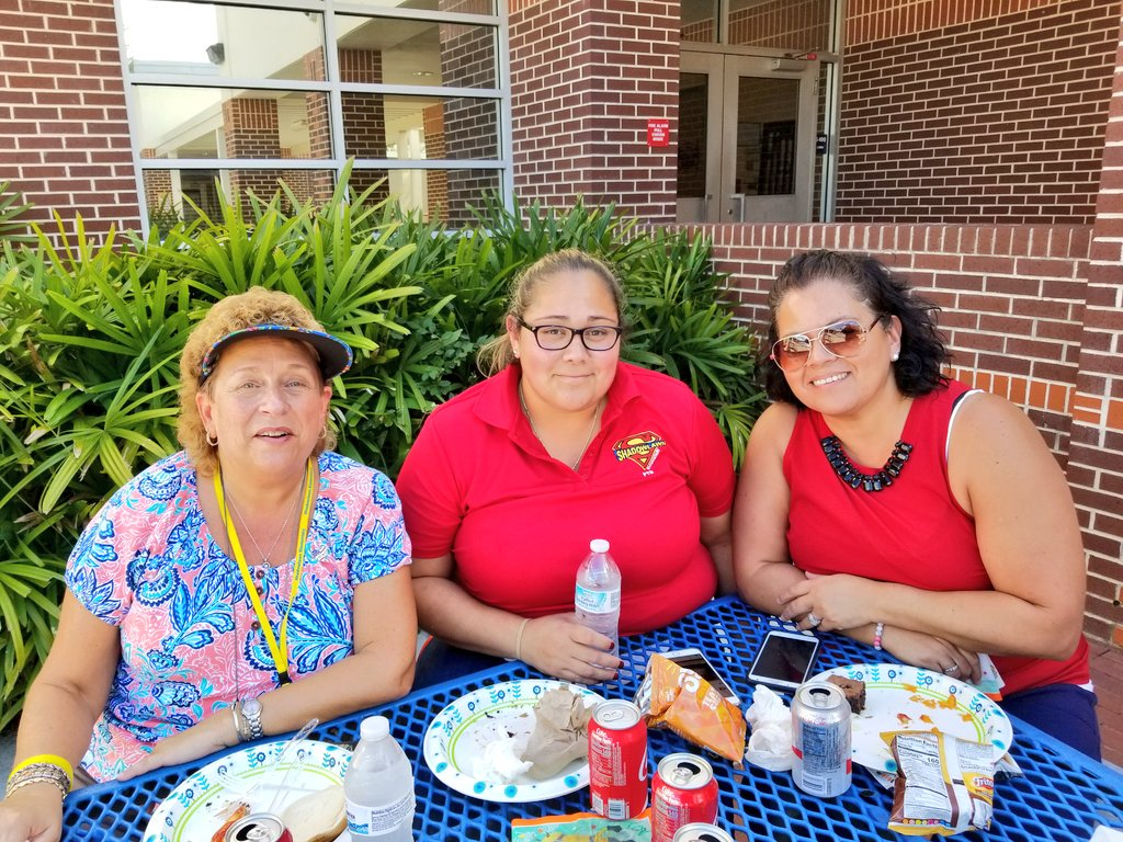 Our staff enjoyed yummy treats as thanks for all of their hard work getting #back2school after #Irma. Thank you to Mr. &amp; Mrs. Jacobson for your donation &amp; @rachelm1129 Dad for manning the grill! @SLESeahawks #teachersmatter<br>http://pic.twitter.com/wZnvbKBEDe
