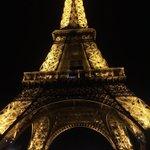 エッフェル塔から愛を込めて! pic.twitter.com/Ay4TuV2o71