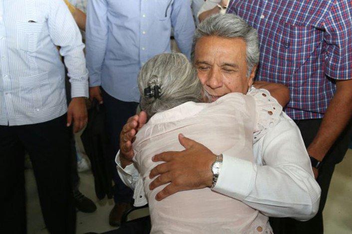 Cálidos; así son los abrazos guayaquileños #FelizViernes https://t.co/2pXPBAB1IS