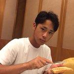 皆様、おはようございます。朝食会場より、トーストにバターをぬる平沢選手をお送りします。(広報) #c…