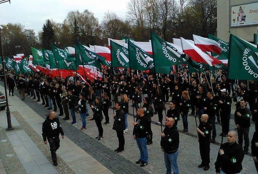 У Варшаві відбувся марш ультраправих: поліція затримала тих, хто їм перешкоджав