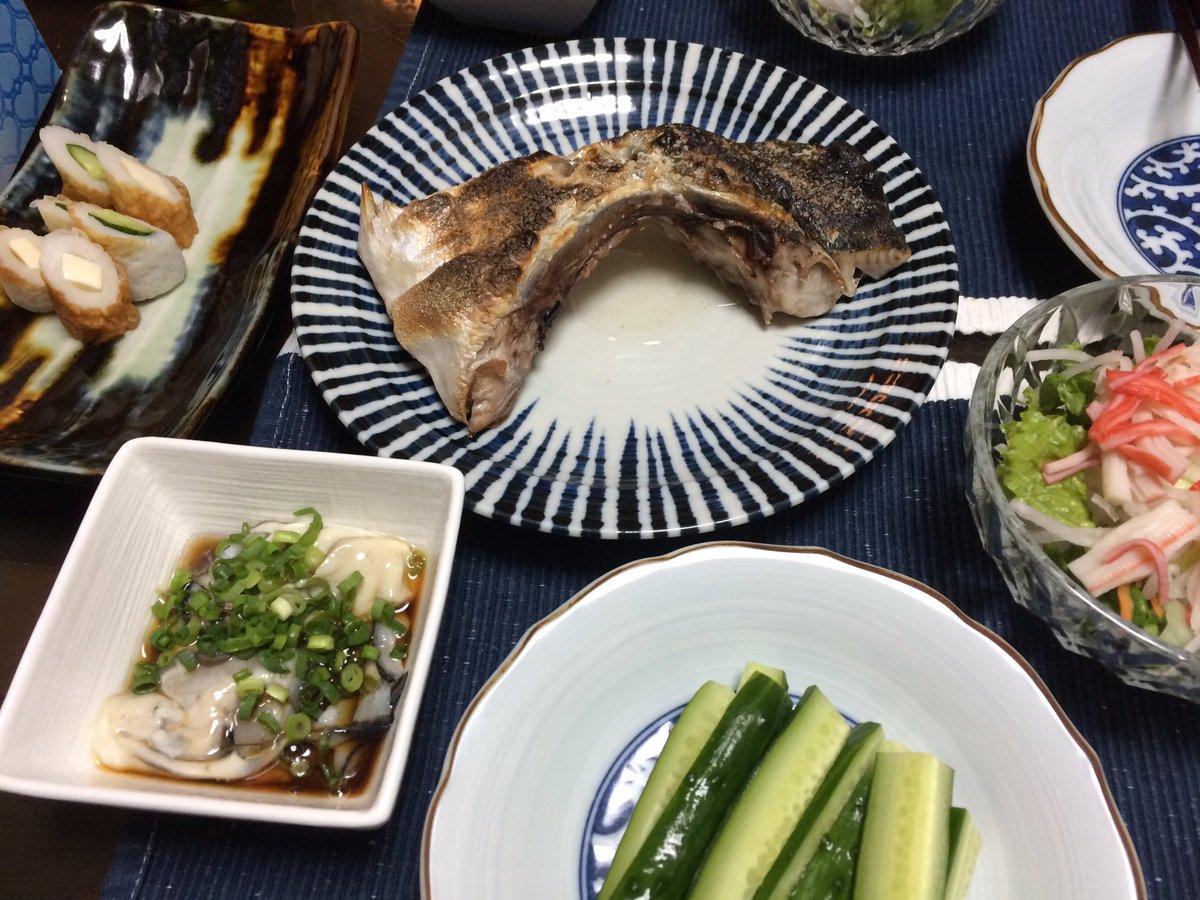 うちの晩ごっはーんwは、新鮮な鰤が手に入ったので鰤かま焼きと牡蠣ポン酢でした。氷結で乾杯✌︎('ω')✌︎