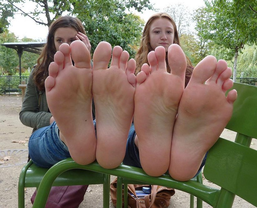 girls toes Amateur soles feet