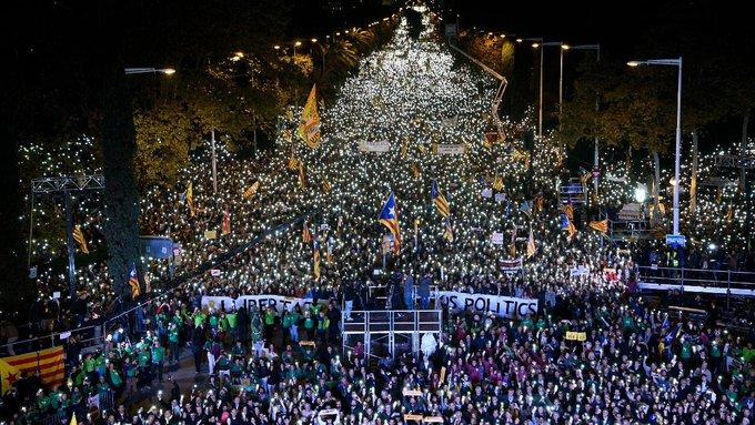 La vostra llum ens arriba fins a Brussel·les i il·lumina el camí que hem de continuar recorrent. Sou la nostra força #11nLlibertat 
