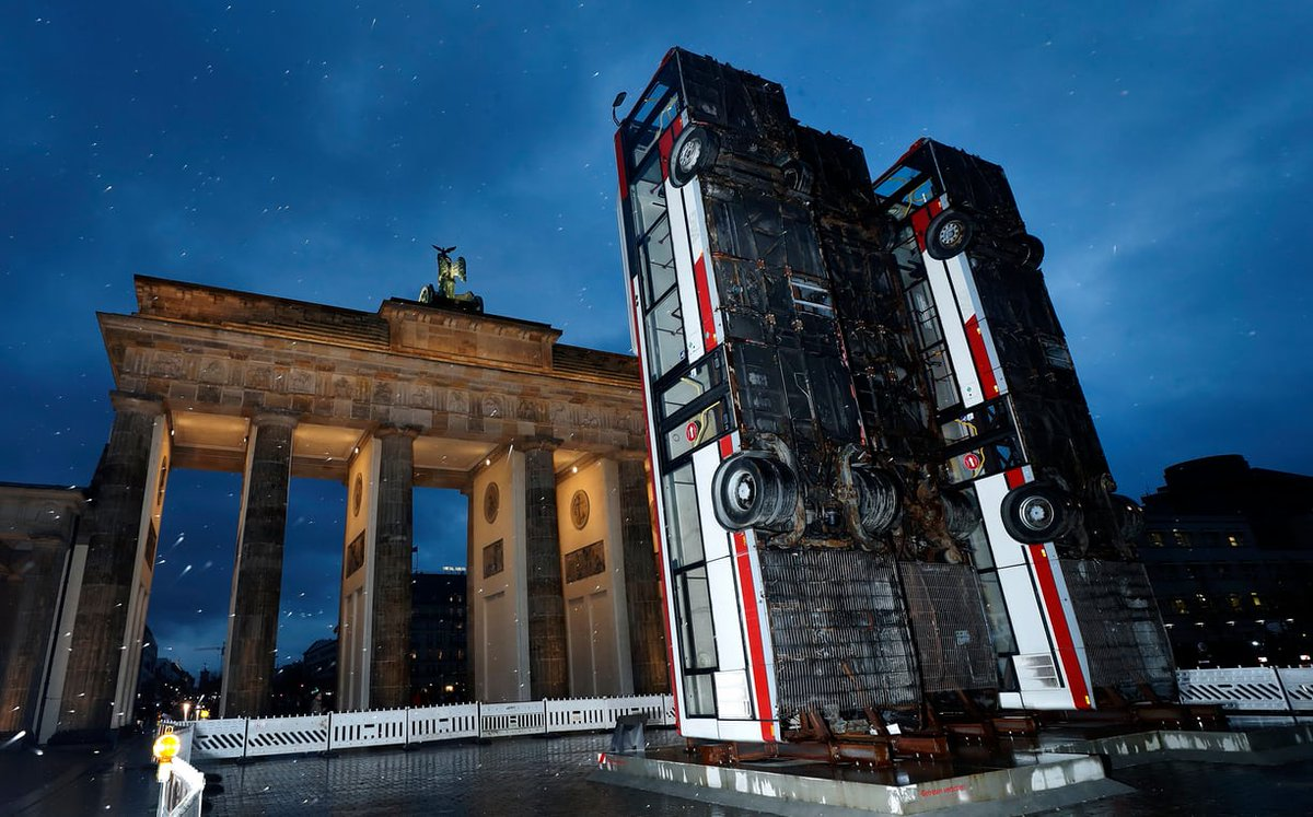 &#39;The Nearby #Holocaust Memorial is Against Killing &amp; Torture&#39; Syrian-German Artist Protests #Syria War with 3 Vertical Buses @ Brandenberg Gate #Berlin a Reminder of #Aleppo Sniper Barricade @Syria_Irl<br>http://pic.twitter.com/vZGz7PUN12