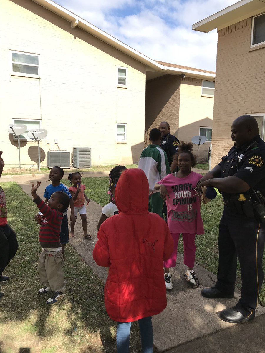 @DPDSCNPO making sure our kids have a safe place to live and play! #CrimeInitiative #FootPatrol @DPDChiefTittle @ChiefHallDPD<br>http://pic.twitter.com/95AWqX24VM