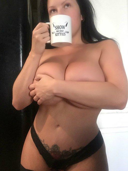 Mmmmm coffee......... https://t.co/NcEOxzOpFU