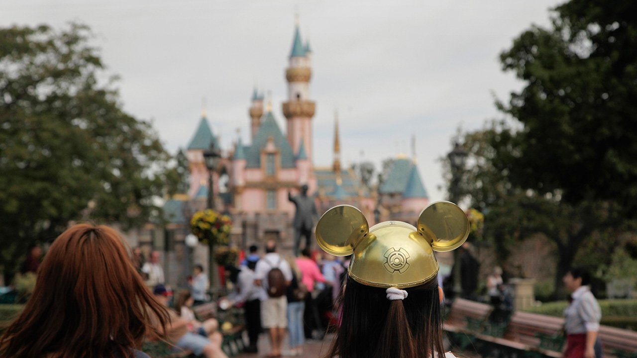 #BREAKING Disneyland shuts down 2 cooling towers after Legionnaires' disease cases https://t.co/vczkYYQXcp https://t.co/hlbMKs7mpd