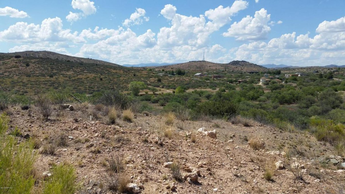 Terri Atkins would love to show you the #listing at 19872 E Antelope Road A #Mayer #AZ  ...  http:// tour.circlepix.com/home/PXV9E8    pic.twitter.com/5fxiWrTL6Y