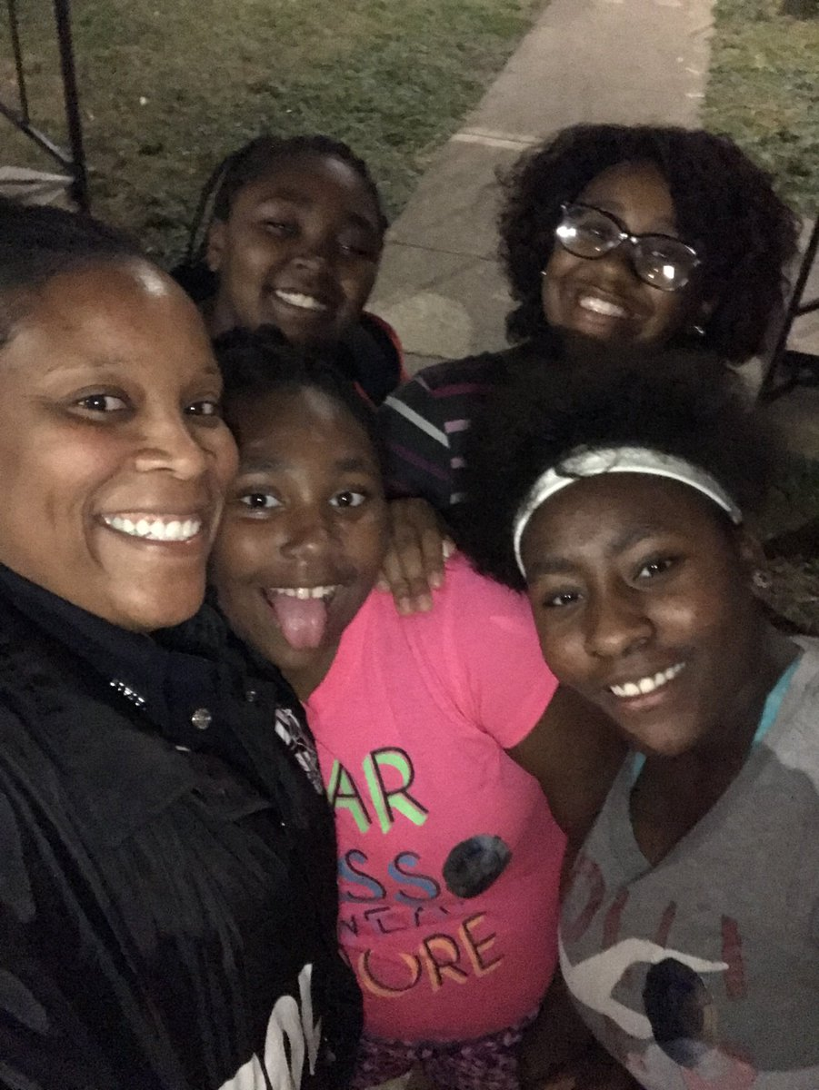 We do it for the kids! #KeepingOurBabiesSafe #FootPatrol #CrimeInitiative #Protecting&amp;ServingOurJrCitizens @ChiefHallDPD @ChiefLawtonDPD<br>http://pic.twitter.com/QmkW0d9ALu