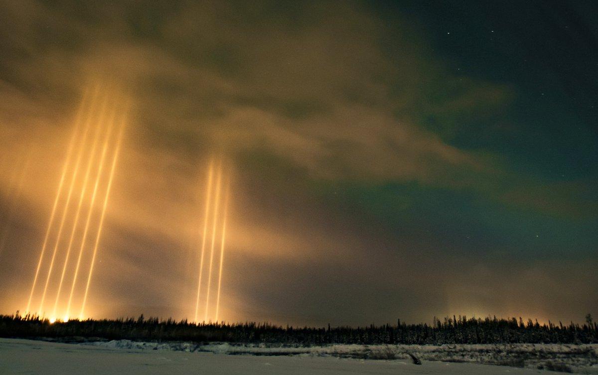 【カナダ】9月11日、アルバータ州北部に出現した驚異的な『光柱』 vk.com/fobosplane…