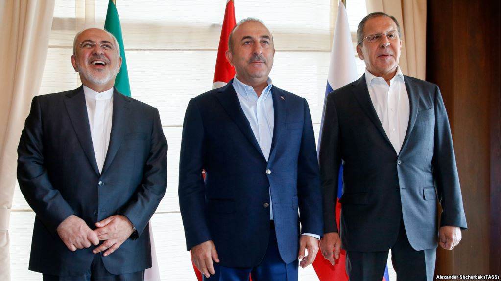THREAD: 1.Prior to trilateral #Russia-#Iran-#Turkey summit in Sochi,Foreign Ministers of the 3 states Lavrov,@JZarif,Cavosuglu have met 2day in Antalya.Had thorough,detailed discussion of #Syria,major mil-political trends,de-escalation zones,prospects for political process in SYR <br>http://pic.twitter.com/cJYTfRE5dc