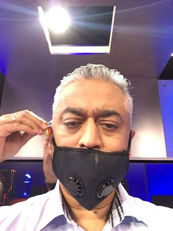 #Breaking: India Today office staff shuts Rajdeep&#39;s mouth after he praises Sonia Gandhi continuously for 2.002 hours. <br>http://pic.twitter.com/oYSnSkioBT