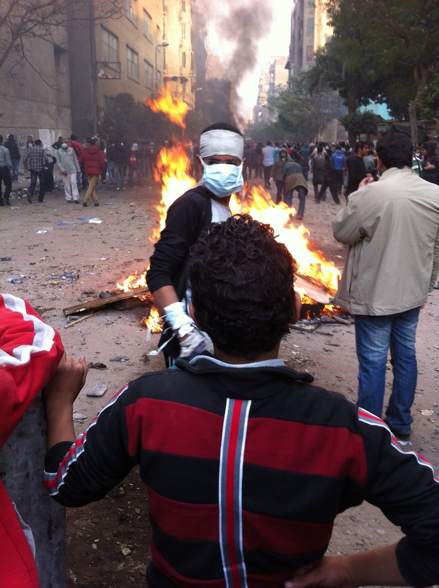 The battle of Mohamed Mahmoud began six years ago today. It marked the first sustained mass protest against military rule and prompted Tantawi to announce a date for a handover of power. Nearly 50 people were killed in the clashes and thousands more injured. #Egypt <br>http://pic.twitter.com/7H2Z17nAgG