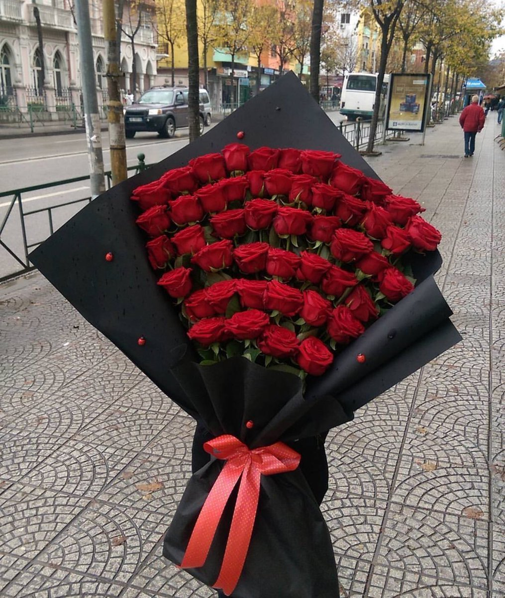 Comme1rose On Twitter Red Roses In Black Paper Is The Most