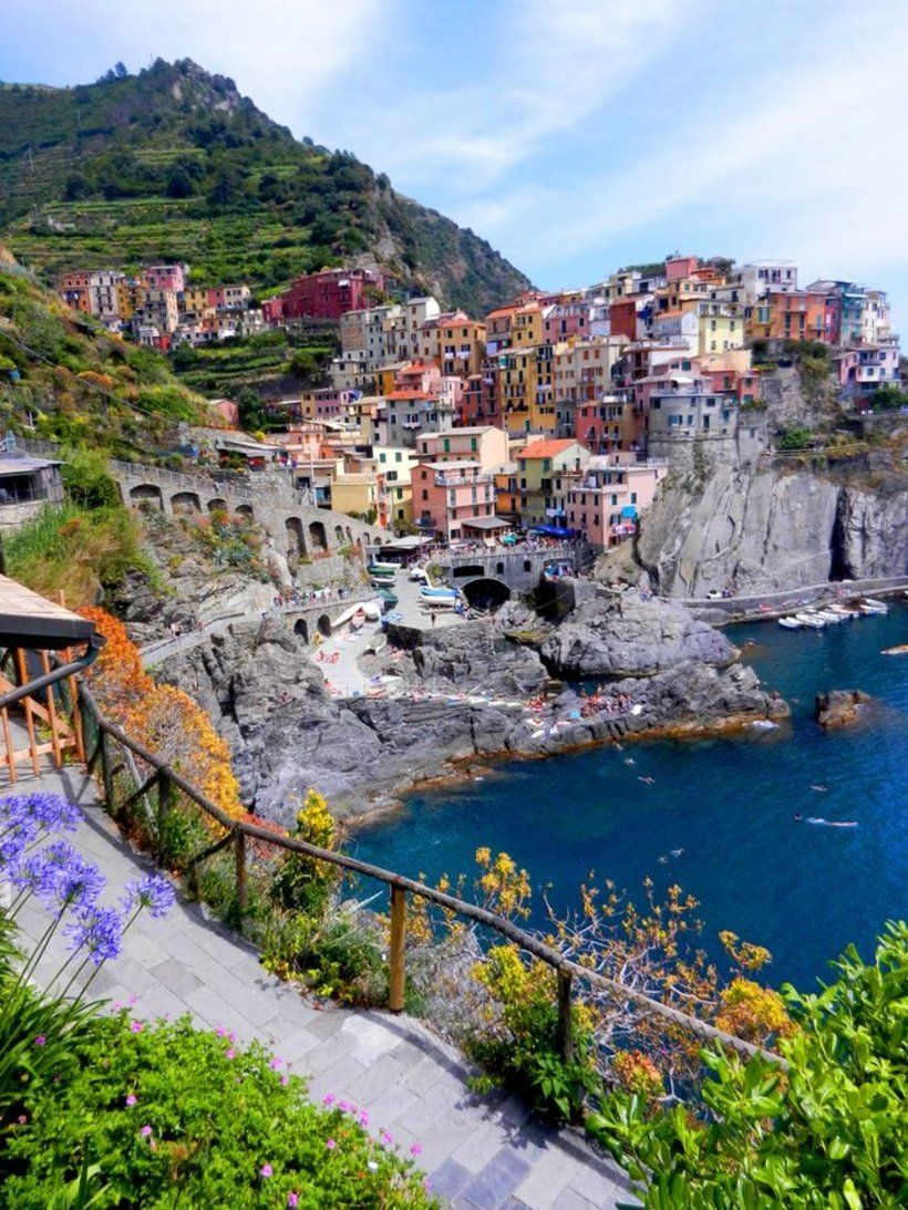 RT @BenvenutoTours: Rate this amazing picture of #Manarola out of 10!  #Cinqueterre #Italy https://t.co/WIitcz9U7i