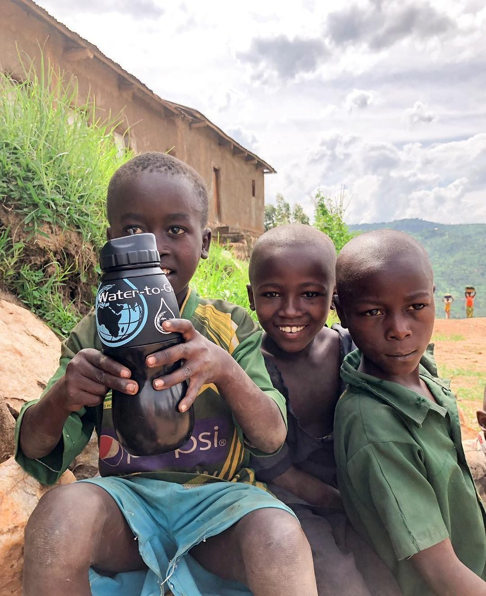 Great picture from Alexandra Daniels of the Water-to-Go bottle with local children in #Rwanda. Taken whilst cycling the Congo Nile Trail for @PFFORG #watertogo #watertogotravel #congoniletrail #waterfilter #makeadifference #waterbottle   https:// buff.ly/2A8pWEb  &nbsp;  <br>http://pic.twitter.com/3DpJCEEYLF
