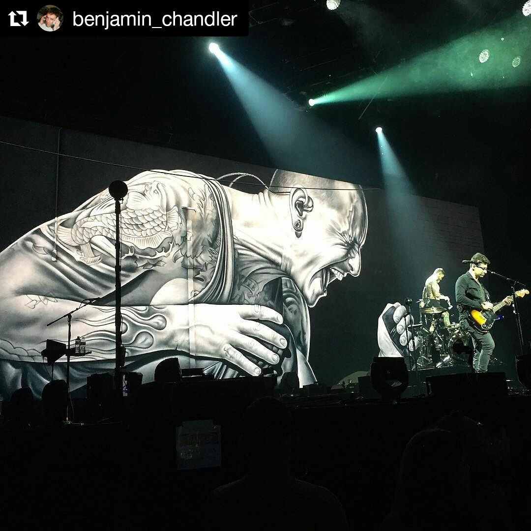 A Chester tribute moment during &quot;Save Rock and Roll&quot; #FallOutBoy #ManiaTour  #Repost @benjamin_chandler (@get_repost)<br>http://pic.twitter.com/t5rcBQVXf4